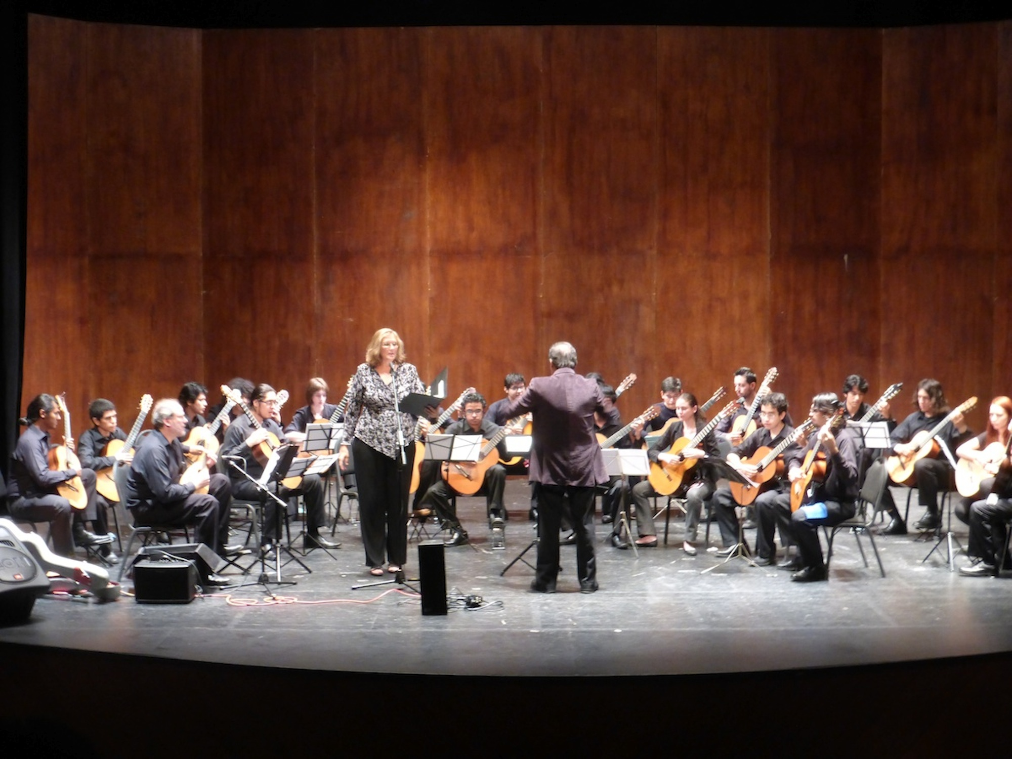 Bill, Elizabeth, Gustavo, orchestra